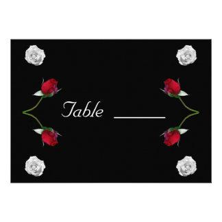 Cartão da mesa dos rosas vermelhos e brancos convite personalizados
