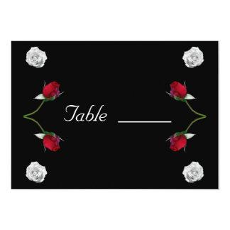 Cartão da mesa dos rosas vermelhos e brancos convite 12.7 x 17.78cm