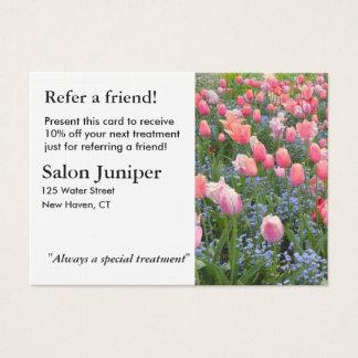 Cartão da referência com tulipas e miosótis