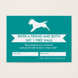 Cartão da referência do caminhante do cão -
