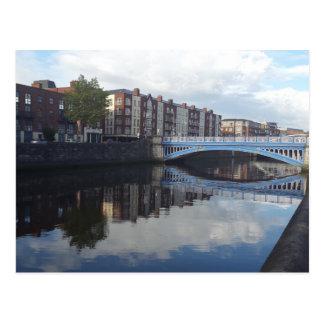 Cartão da reflexão da ponte de Dublin