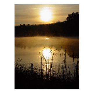 Cartão da reflexão do lago sunrise