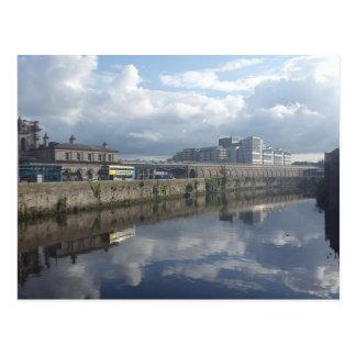 Cartão da reflexão do Riverbank de Dublin