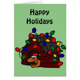 Cartão Dachshund engraçado na casa de cachorro do Natal