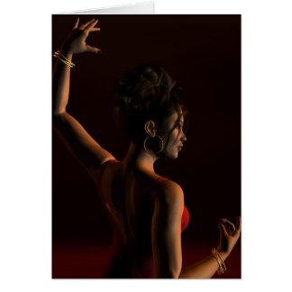 Cartão Dançarino espanhol do Flamenco em um palco escuro