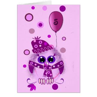 Cartão de aniversário bonito com coruja e texto