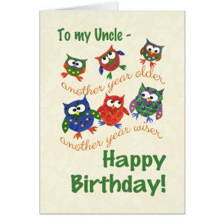 Cartão de aniversário bonito das corujas para um
