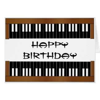 Cartão de aniversário chave do piano
