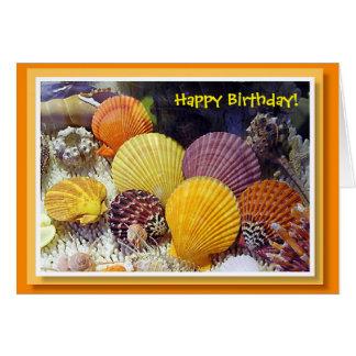 Cartão de aniversário colorido dos escudos