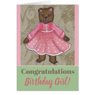 Cartão de aniversário com uma menina bonito do