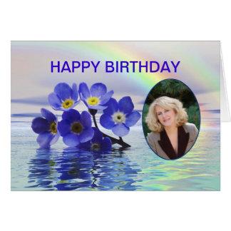 Cartão de aniversário da foto com miosótis