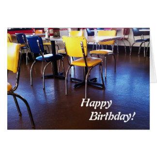 Cartão de aniversário delicioso das cadeiras