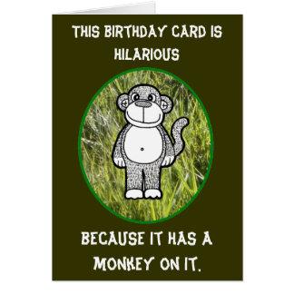 Cartão de aniversário divertido do macaco