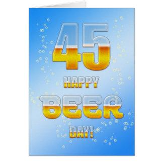 Cartão de aniversário do dia feliz da cerveja 45th