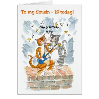 Cartão de aniversário do divertimento dos gatos do