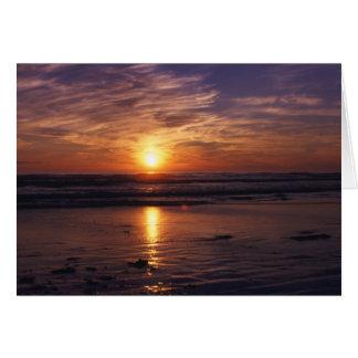 Cartão de aniversário do por do sol do oceano