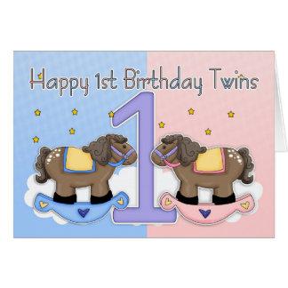Cartão de aniversário dos gêmeos primeiro - dois