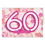 Cartão de aniversário dos rosa brilhantes das flor