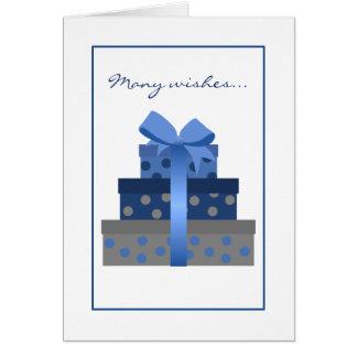 Cartão de aniversário empilhado das caixas de