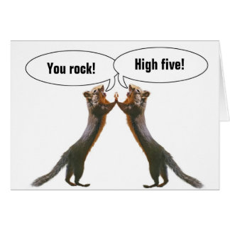 Cartão de aniversário engraçado do esquilo