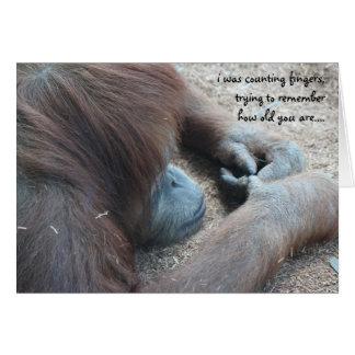 Cartão de aniversário engraçado do orangotango,