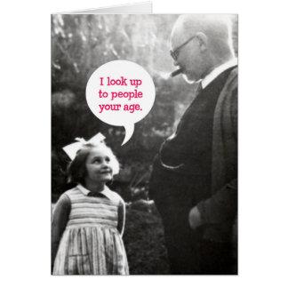 Cartão de aniversário engraçado do vintage para o
