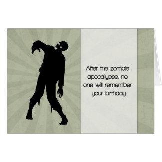 Cartão de aniversário engraçado do zombi com