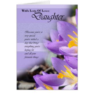 Cartão de aniversário roxo do açafrão da filha