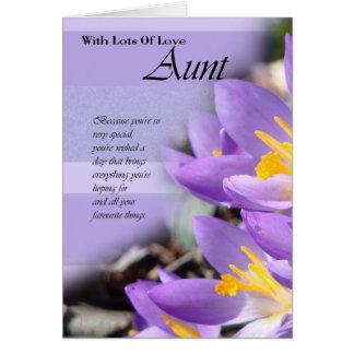 Cartão de aniversário roxo do açafrão da tia