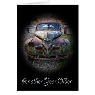 Cartão de aniversário velho oxidado do casco