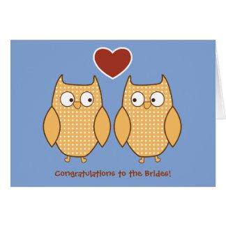 Cartão de casamento alegre das corujas para noivas