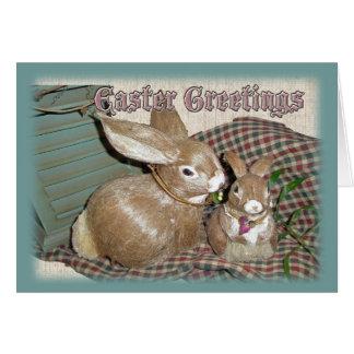 Cartão de felz pascoa das decorações dos coelhinho