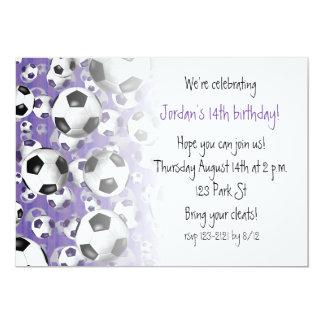 Cartão De futebol das bolas roxo do partido do futebol em