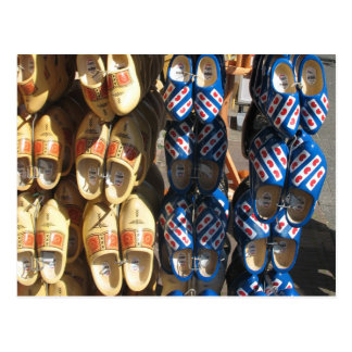 Cartão de madeira holandês da foto dos calçados