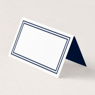 Cartão De Mesa Adicione seu branco do texto com beiras dobro dos
