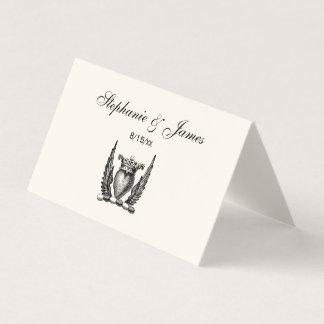 Cartão De Mesa Coração heráldico com marfim da crista da brasão