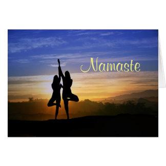 Cartão de Namaste do feliz aniversario da posição