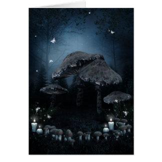 Cartão de nota escuro do anel do cogumelo