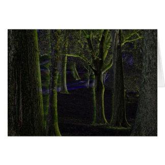 Cartão de nota escuro do vazio da floresta