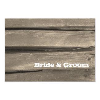 Cartão de nota liso do casamento de madeira