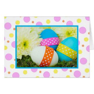 Cartão de páscoa com ovos e bolinhas