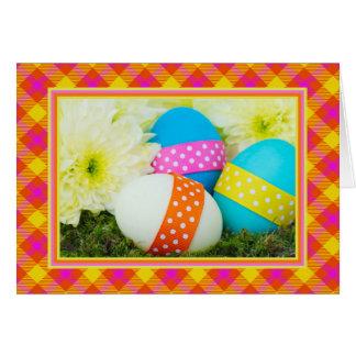 Cartão de páscoa com ovos e flores