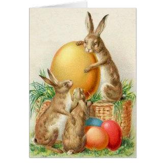 Cartão de páscoa dos ovos da páscoa do coelhinho d