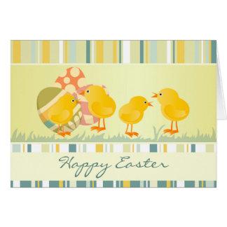 Cartão de páscoa dos pintinhos e dos ovos do bebê
