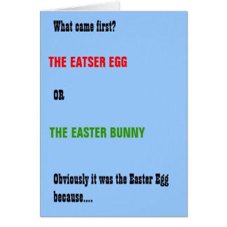 Cartão de páscoa engraçado do coelho e do ovo