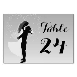 Cartão de prata da mesa dos noivos da silhueta de