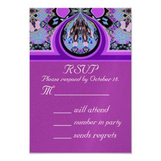 Cartão de resposta violeta do convite de festas da