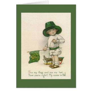 Cartão De St Patrick irlandês pequeno do menino do