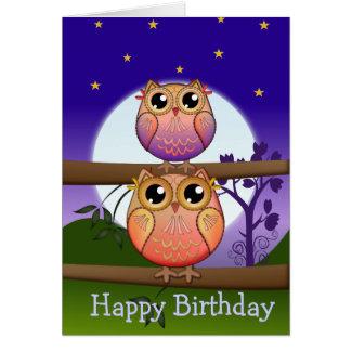 Cartão de texto do aniversário com as corujas