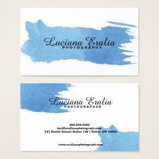 Cartão de visita azul minimalista na moda da